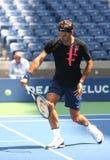 Diecinueve campeones Roger Federer del Grand Slam de las épocas de Suiza practican para el US Open 2017 foto de archivo