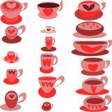 Diecisiete tazas pintadas coloreadas con los corazones en los platillos Fotografía de archivo