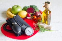 Dieet en gezond voedsel op een rood hart Stock Afbeelding