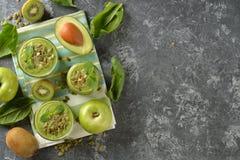 Dieet groene smoothies royalty-vrije stock afbeelding
