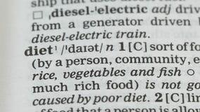 Dieet, potlood die woord in woordenboek richten, gezonde voeding, diabetespreventie stock video
