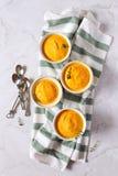 Dieet voedsel Vier porties van wortelvlaai royalty-vrije stock foto's