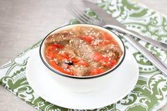 Dieetpottenbraadstuk met paprika's, uien, sesamzaden en B Royalty-vrije Stock Fotografie