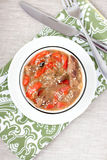 Dieetpottenbraadstuk met paprika's, uien, sesamzaden en B Stock Foto's