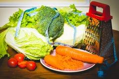 Dieetvoedsel en groenten op de centimeter Stock Fotografie