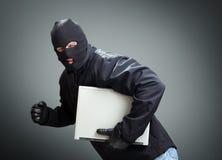 Dief stealing laptop computer stock fotografie