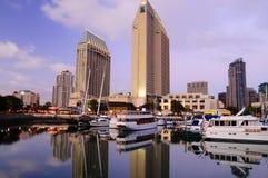 Im Stadtzentrum gelegener Jachthafen San Diegos stockbilder
