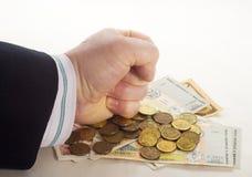 Dien de bankbiljetten van een vuistmuntstukken in Royalty-vrije Stock Foto