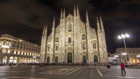 Dien Milano för duomoen för hyperlapse för Milan Cathedral natttimelapse är den gotiska domkyrkakyrkan av Milan, Italien arkivfilmer