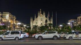 Dien Milano för duomoen för hyperlapse för Milan Cathedral natttimelapse är den gotiska domkyrkakyrkan av Milan, Italien stock video