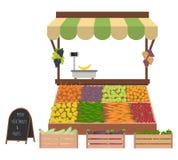 Dienblad met groenten en vruchten op de markt Werkplaats van de marktverkoper Stock Fotografie