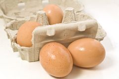 Dienblad van bruine eieren Stock Fotografie