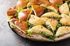 Dienblad van de sandwiches van Turkije en van de ham stock foto's