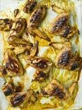 Dienblad van plattelander gebakken kippenvleugel royalty-vrije stock afbeeldingen