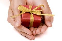 Dienen eines Geschenksatzes Stockfotos
