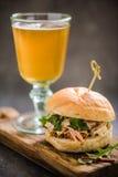 dienend barvoedsel, varkensvlees bap met cider royalty-vrije stock foto
