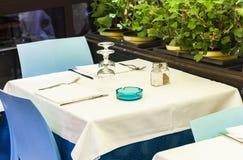 Dienend op de lijst aangaande het terras van koffie in Taormina, Sicilië, Italië royalty-vrije stock afbeeldingen