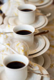 Dienende koffie Stock Foto's