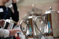Dienende koffie Royalty-vrije Stock Foto's