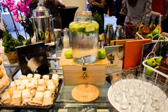 Dienende limonade in stijl Royalty-vrije Stock Foto's