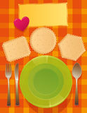 Dienende Teller auf dem Tisch Stockbild