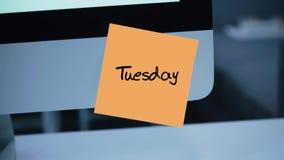dienstag Tage der Woche Die Aufschrift auf dem Aufkleber auf dem Monitor vektor abbildung
