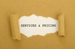 Diensten en tarifering in het kader van gescheurd document worden de geschreven dat royalty-vrije stock afbeelding
