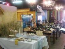Dient het imiteren ingangen bij de markt van de Provincie van Los Angeles bij pomona in Stock Foto