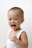 Dientes que aplican con brocha del bebé Fotografía de archivo