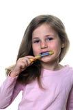 Dientes que aplican con brocha del niño Fotografía de archivo