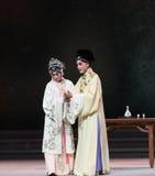 """Diep aangetrokken - de derde handeling Mannelijke Gele wijn-Kunqu Opera""""Madame Witte Snake† stock afbeeldingen"""