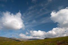 Diep blauwe noordelijke hemel stock fotografie