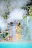 Diepe azuurblauwe thermische hete vijver Royalty-vrije Stock Fotografie