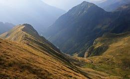 Diepe bergvallei Stock Foto's