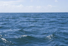 Diepe blauwe oceaan royalty-vrije stock foto's