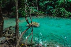 Diepe boswaterval in erawan nationale parkkanchanaburi royalty-vrije stock afbeeldingen