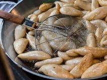 Diepe In brand gestoken Vissenbal in Pan Royalty-vrije Stock Afbeeldingen