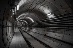 Diepe metro tunnel Royalty-vrije Stock Foto's