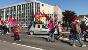 DIEPPE,法国- 2018年4月19日:人们展示在罢工期间反对新的法律 影视素材