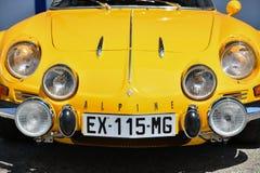 DIEPPE, ФРАНЦИЯ - 30-ОЕ ИЮНЯ 2018: Modele 110 Berlinette V85 автомобиля Renault высокогорное на автомобилях экспозиции винтажных  Стоковое Изображение RF