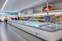 Diepvriezersectie van een Aldi-supermarkt Stock Fotografie