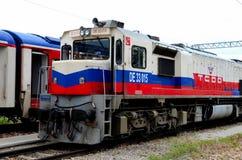 Diesel- elektrisk lokomotiv för turkiska järnvägar för Dogu det uttryckliga drevet på Ankara Turkiet arkivbild