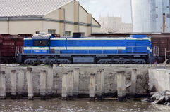 Diesel locomotief in de ladingshaven van Baku, de Republiek Azerbadjan, 15 Maart, 2017 Royalty-vrije Stock Foto