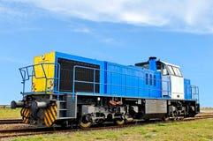 Diesel locomotief op de industrieplaats Royalty-vrije Stock Foto's