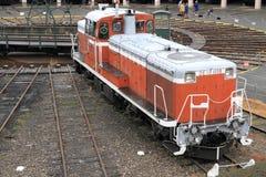 Diesel- lokomotiv i skjulet för Umekoji ångalokomotiv, Kyoto Arkivfoton