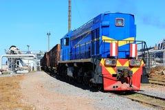 Diesel- lokomotiv på avlastning av sockerbetafabriken för producen Arkivfoto