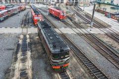 Diesel- lokomotiv TEP60-0749 och filosofie kandidat för TEP 70 i lokomotivet de Arkivbilder