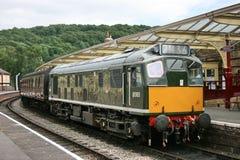 Diesel-Lokomotive D5185 der Klassen-25 an Keighley, an Keighley und am Wert lizenzfreie stockfotografie