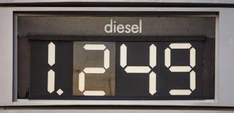 Diesel- pristecken på den tjänste- stationen Arkivfoto