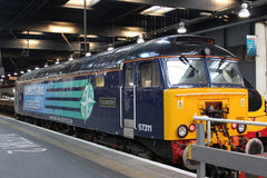 Diesel Thunderbird, Euston station London för grupp 57 Royaltyfria Bilder